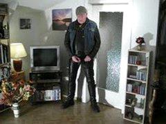 Pissglatze Piss In His Apartment
